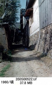 0001_0010 村(岡本)へ入る道