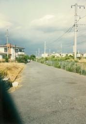 0004_0006 線路沿いの道