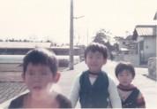 0033_0002 建設中の保育園と子ども達
