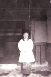 0049_0005 花嫁の着付けをしていた大伯母